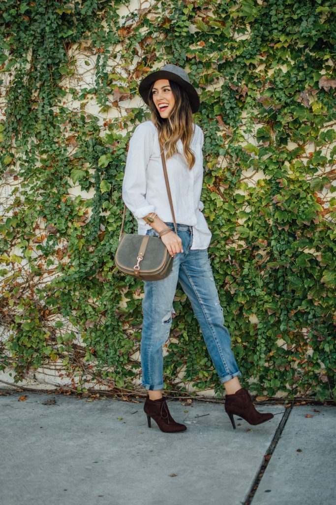 stylewatchxcc, boyfriend jeans, felt hat, brown booties