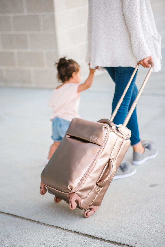 Style The Girl Casual Mom Travel Style