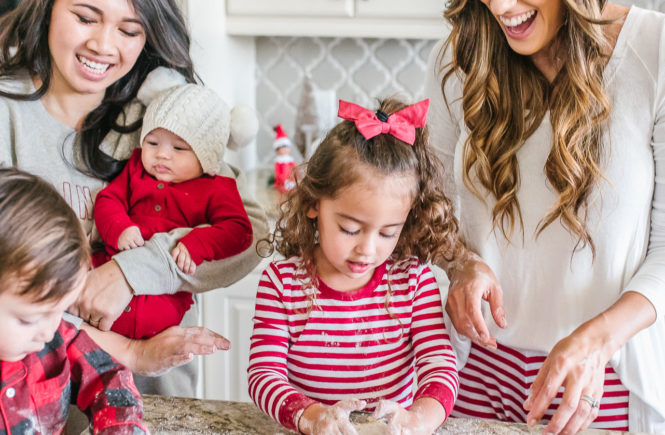 Creating holiday traditions with Papyrus and your friends. 31 days of giving